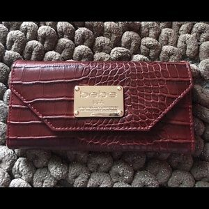 🤎🤎BEBE Faux Leather Alligator print Wallet
